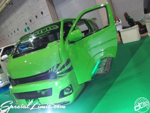 Osaka Auto Messe 2014 Car & Customize Motor Show Intex Custom DR-Style Lime Green HIACE Bud Face